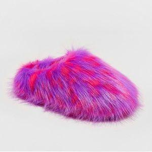 Cat & Jack Girls' Fuzzy Faux Fur Slipper Size 6